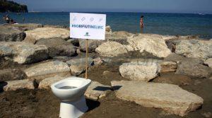 rifiuti wc spiagge